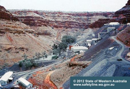 wittenoom-gorge-showing-tailings.jpg